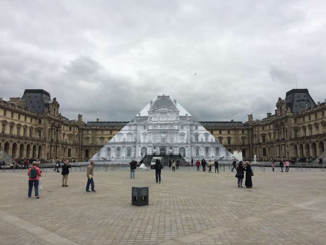 Trompe l'oeil JR Pyramide Louvre