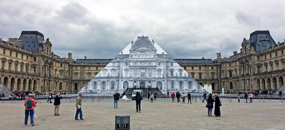 Big Format Printing on Louvre Pyramide